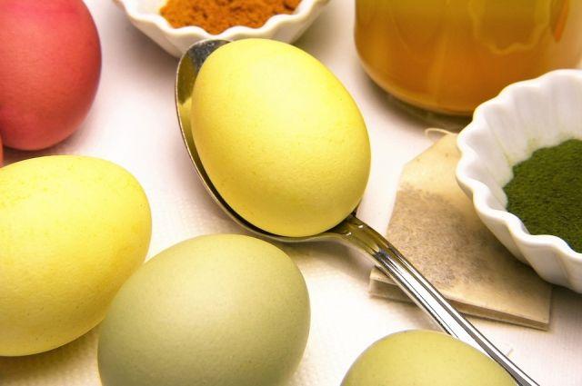 Сегодня есть много способов необычно покрасить яйца
