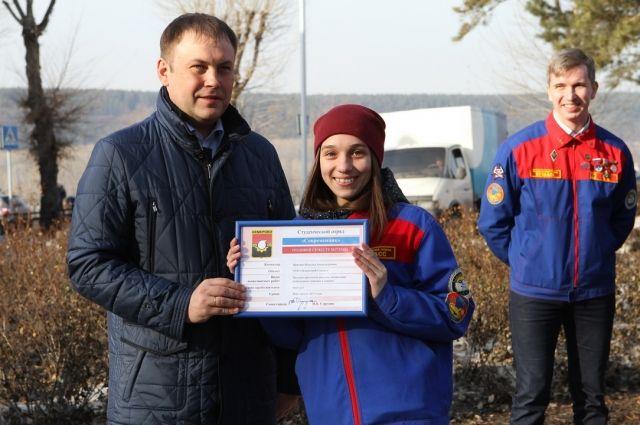 Илья Середюк вручил ключи от нового штаба и трудовые путевки на семестр 2017 года кемеровским студенческим отрядам.