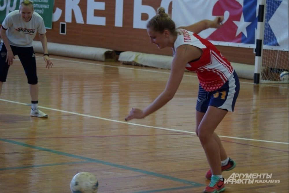 Игрок БК «Юность» Арина Глазачева в нападении.