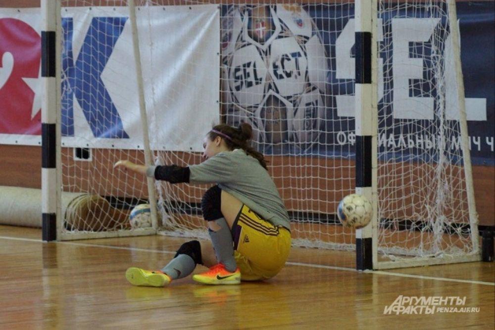 Вратарь МФК «Лагуна-УОР» Мария Сурнина всегда на месте.