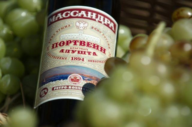 Украинец заставил граждан России убрать крымские вина навыставке вИталии
