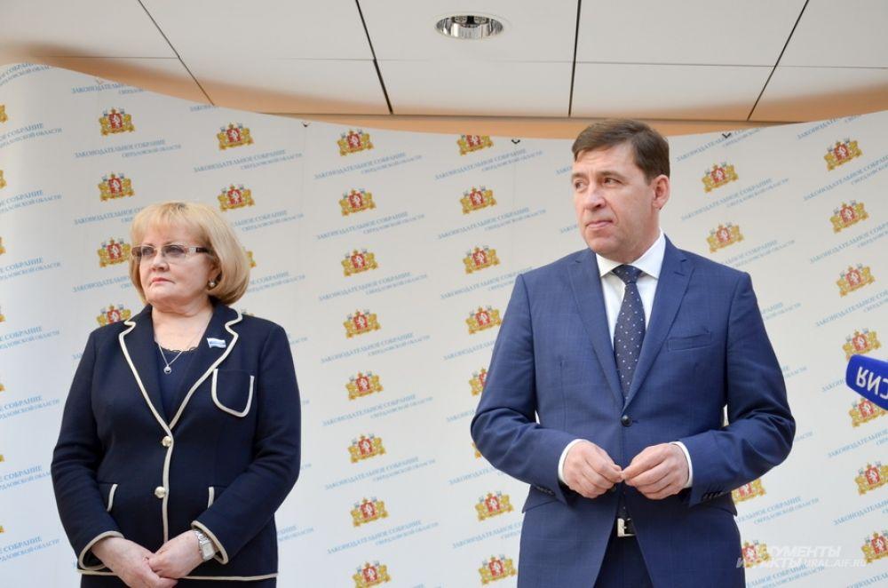 Председатель Заксобрания Людмила Бабушкина с Евгением Куйвашевым об итогах отчета.