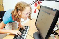 Больше половины граждан, участвующих в опросах, за запрет на выход в социальные сети детей до 14 лет.