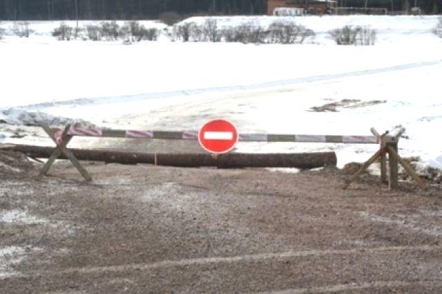 Весенний тонкий лёд на реках чрезвычайно опасен.