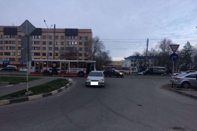 ВСтаврополе встолкновении автобуса и«Хендай Солярис» упал ребёнок