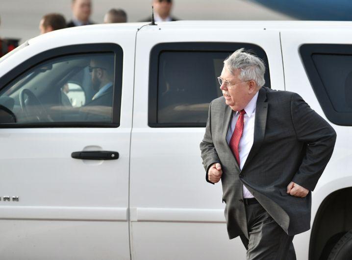 Посол США в России Джон Теффт во время встречи в аэропорту «Внуково-2» госсекретаря США Рекса Тиллерсона, прибывшего с рабочим визитом в РФ.