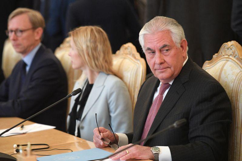 Государственный секретарь США Рекс Тиллерсон во время переговоров в Москве с министром иностранных дел РФ Сергеем Лавровым.