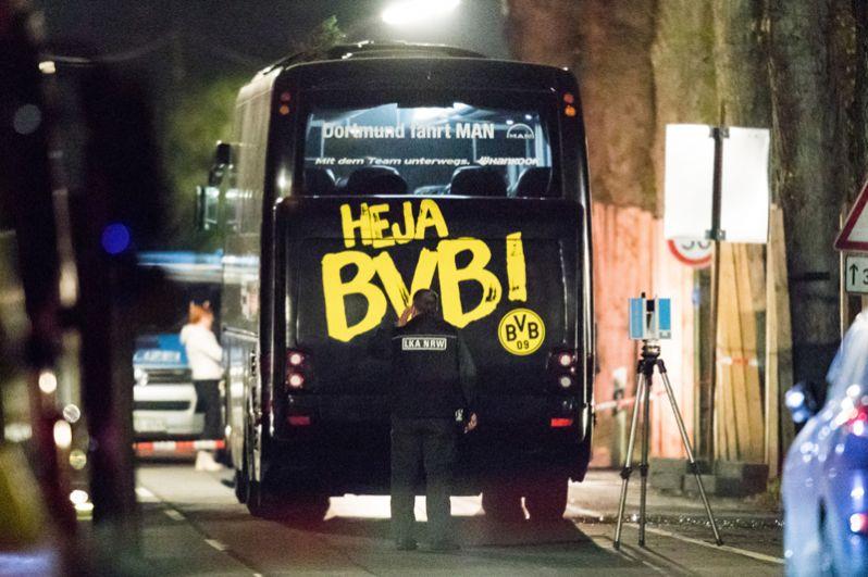 Автобус ФК «Боруссия» после происшествия.
