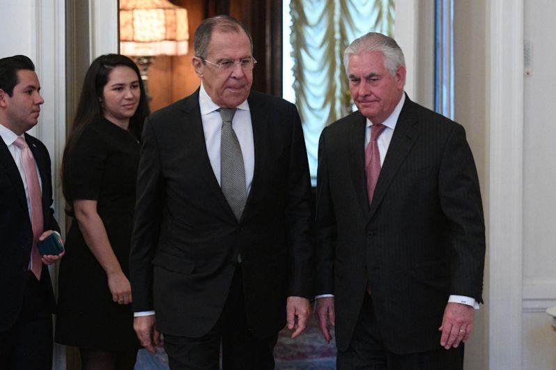 Министр иностранных дел РФ Сергей Лавров и государственный секретарь США Рекс Тиллерсон во время переговоров в Москве.