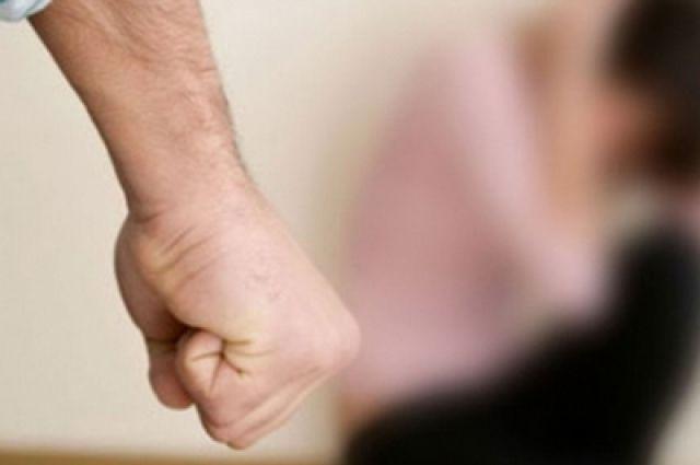 Мужчина избивал сожительницу