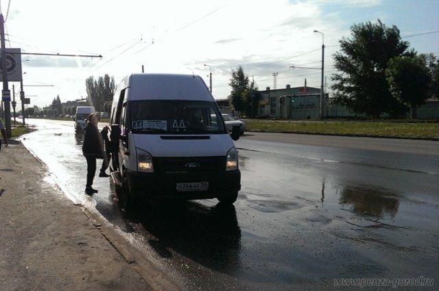 Стоимость проезда и провоза багажа на автобусном маршруте № 44 за наличный расчет составляет 20 рублей.