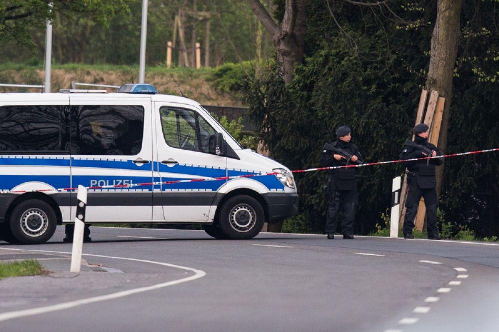 Взрыв у автобуса футбольного клуба «Боруссия» в Дортмунде.
