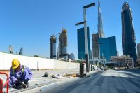 Въехать по туристической визе и остаться работать на стройке? Такого в ОАЭ представить невозможно: поймают, выдворят не только нелегала, но и всех, кто его покрывал.