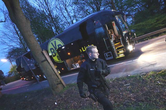 Автобус ФК «Боруссия» после взрыва.