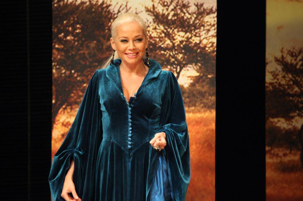 Актриса Елена Корикова в спектакле «Не будите спящую собаку». 2009 год.