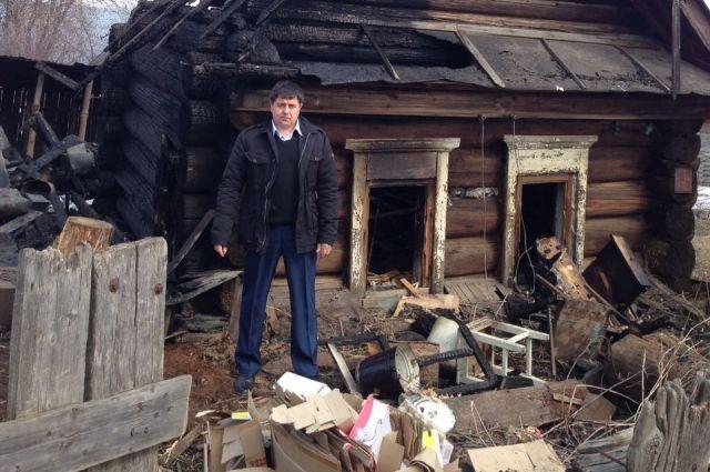 Руководитель Нижнего Услона спас мужчину изгорящего дома