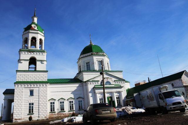 В храме св. Николая Чудотворца с. Завьялово полным ходом идёт ремонт, что никак не помешает прихожанам радостно встретить светлый Праздник.
