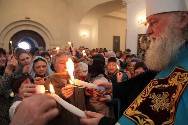 Благодатный огонь можно будет получить на службе в Успенском соборе.