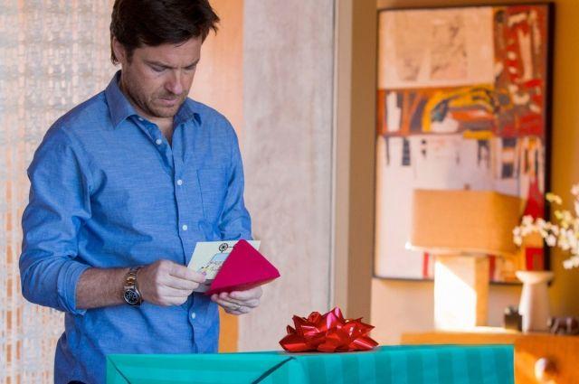 Как правильно дарить дорогие подарки девушкам