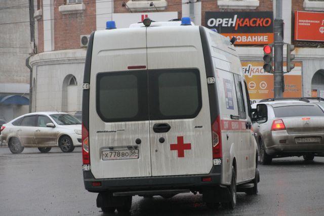 Екатеринбуржец спалкой набросился набригаду медсотрудников, которые приехали его спасать