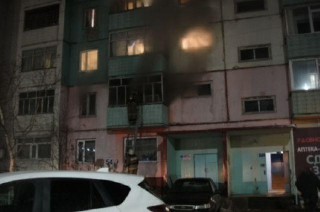 Мать с 2-мя детьми спасли напожаре вЧелябинске