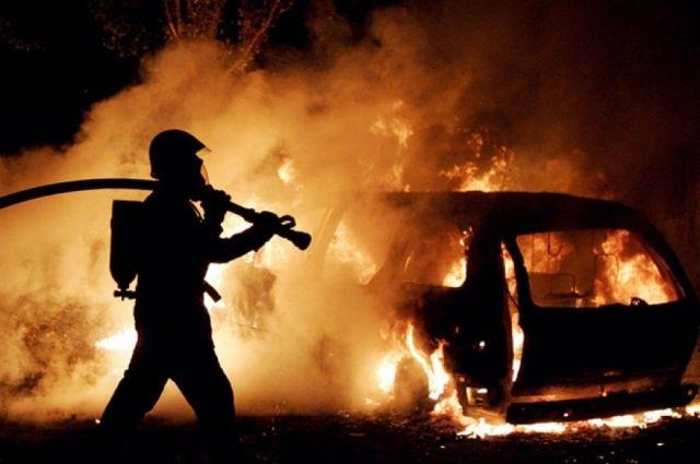 Сообщение о возгорании поступило на пульт дежурного 13 апреля в 00:28.