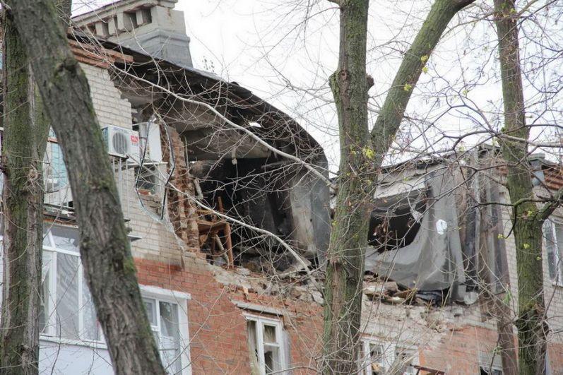 13 квартир повреждены в результате взрыва газа в пятиэтажке Таганрога по улице Шаумяна.