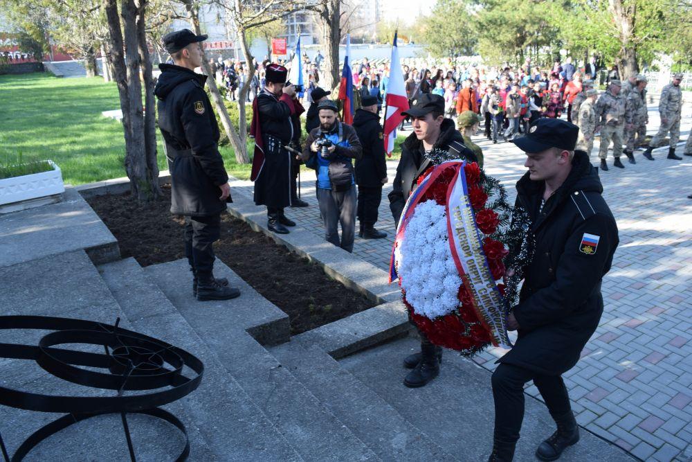 Торжественный митинг на воинском кладбище