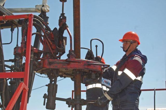 Чтобы быть нефтяником, нужно многое знать и уметь.