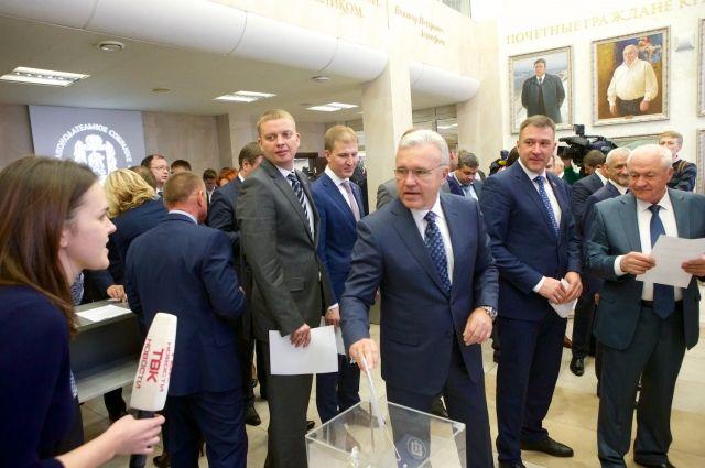 За прямые выборы красноярского градоначальника проголосовали 16 человек, против – 11, воздержались – 17 депутатов.
