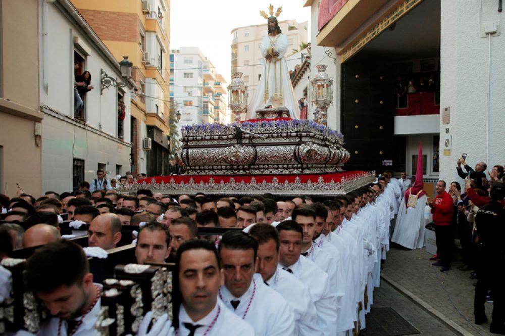 Праздничное шествие во время Страстной недели в Малаге, Испания.