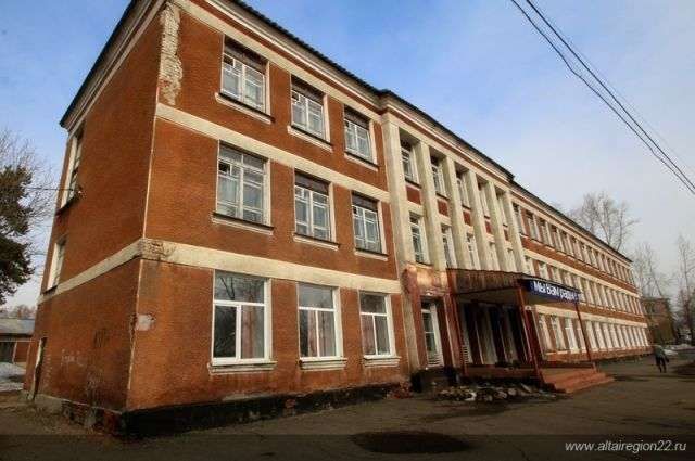 Карлин склоняется к строительству новой школы