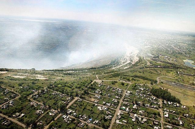 Коркинский угольный разрез – самая глубокая рукотворная яма в Евразии – имеет более чем 80-летнюю историю. Из-за очагов природного горения угля это один из главных источников экологических проблем Челябинской области.