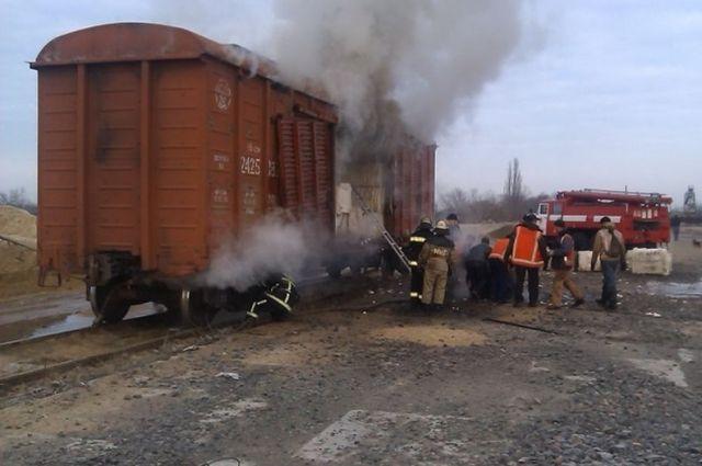 Под Саракташом на ходу загорелся товарный вагон