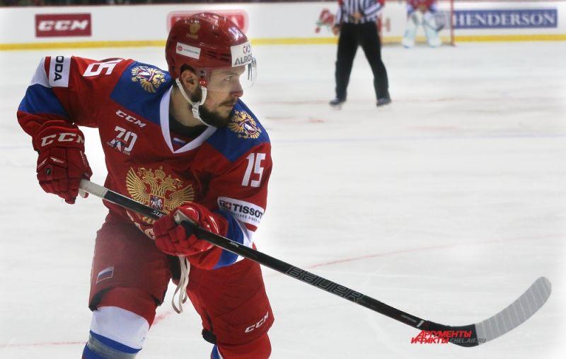 Крайний нападающий Анатолий Голышев.