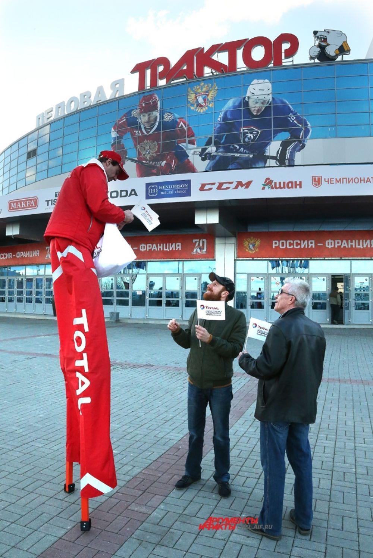 Болельщиков, которые хотели вживую посмотреть на игру знаменитой «Красной машины», просили заранее приходить на матчи.