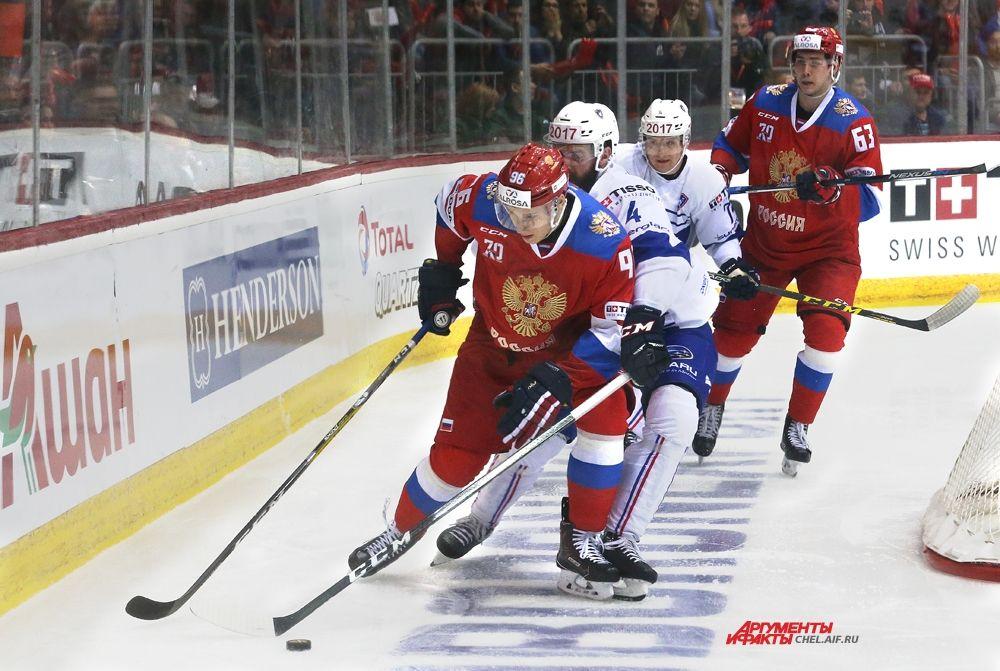 Игроки Олимпийской сборной России в атаке.