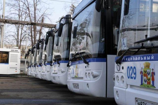 Расписание движения автобусов  размещено на конечной остановке общественного транспорта «Предмостная площадь».