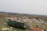 Свалка из ртутных ламп загрязняет окружающую среду в Красносулинском районе.