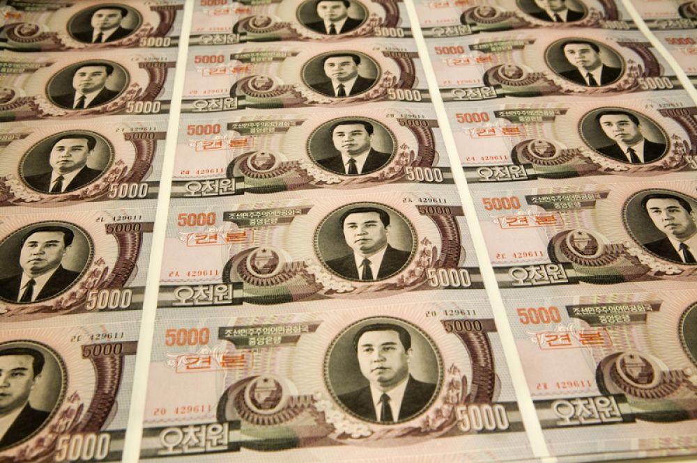В 1978 году появилась первая купюра с изображением Ким Ир Сена. Впоследствии вышли банкноты, где на лицевой стороне купюр номиналом 100, 1000 и 5000 вон был помещён портрет Ким Ир Сена, а на обратной стороне изображение его родного дома.