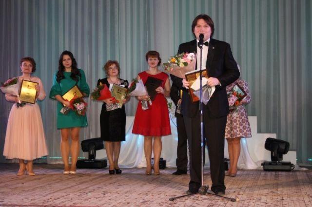 Максим Расторгуев работает учителем музыки, искусства и МХК в школе «Дуплекс».