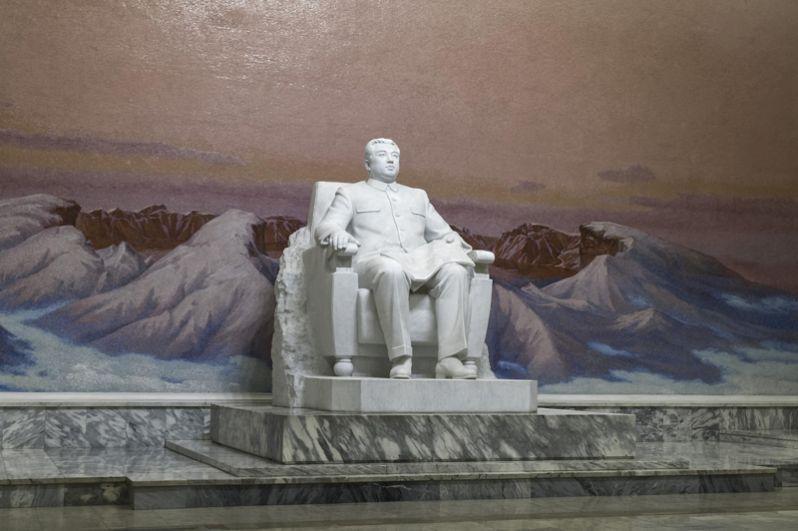 Статуя Ким Ир Сена в главном университете.