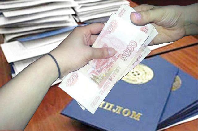 Студентка передала преподавателю 15 тысяч рублей
