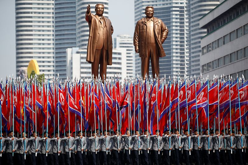 Торжественный парад на главной площади Ким Ир Сена в центре Пхеньяна.