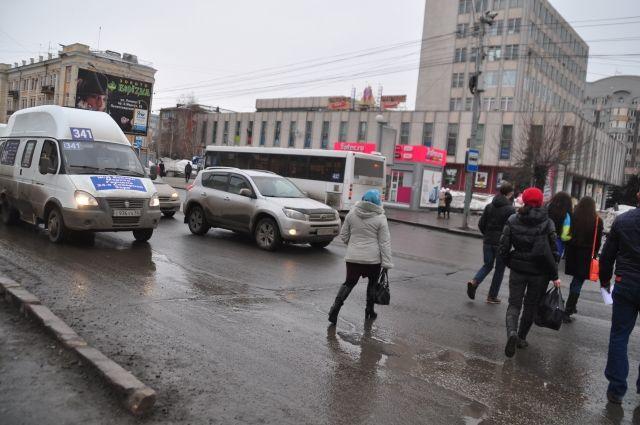 Штрафовать тех, кто паркуется на тротуарах в Тюмени
