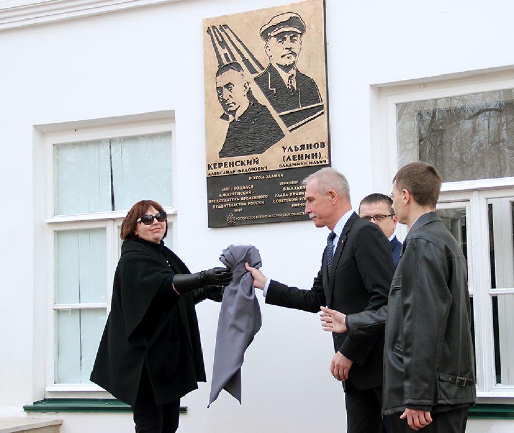 """Покрывало могло бы войти в фонды музея-заповедника """"Родина Ленина""""..."""