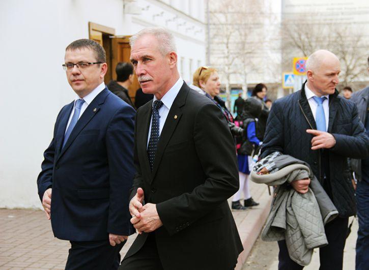 Исполнительный директор Российского военно-исторического общества Владислав Кононов и губернатор Сергей Морозов