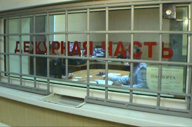 Таркосалинские школьники унесли ящик с пожертвованиями.