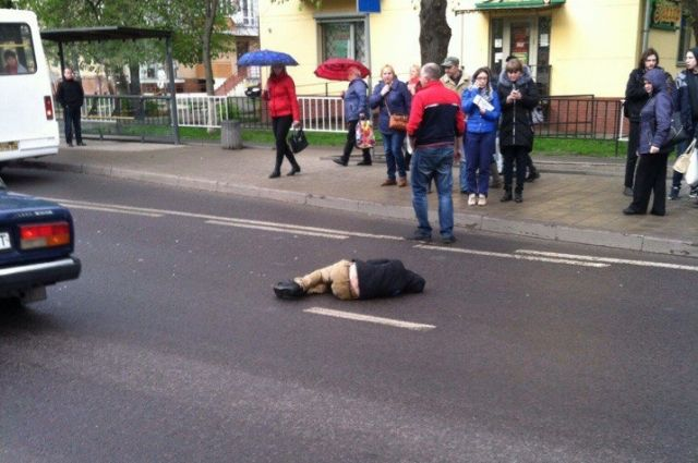 Контрольный отскорой: машина медсотрудников переехала пострадавшего при ДТП подростка воЛьвове