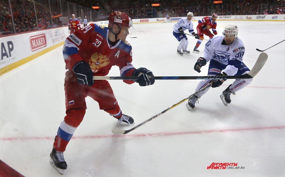 Защитник российской команды Андрей Миронов.